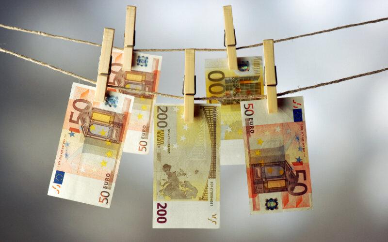 Factoring und Geldwäsche | Comugnero Silvana